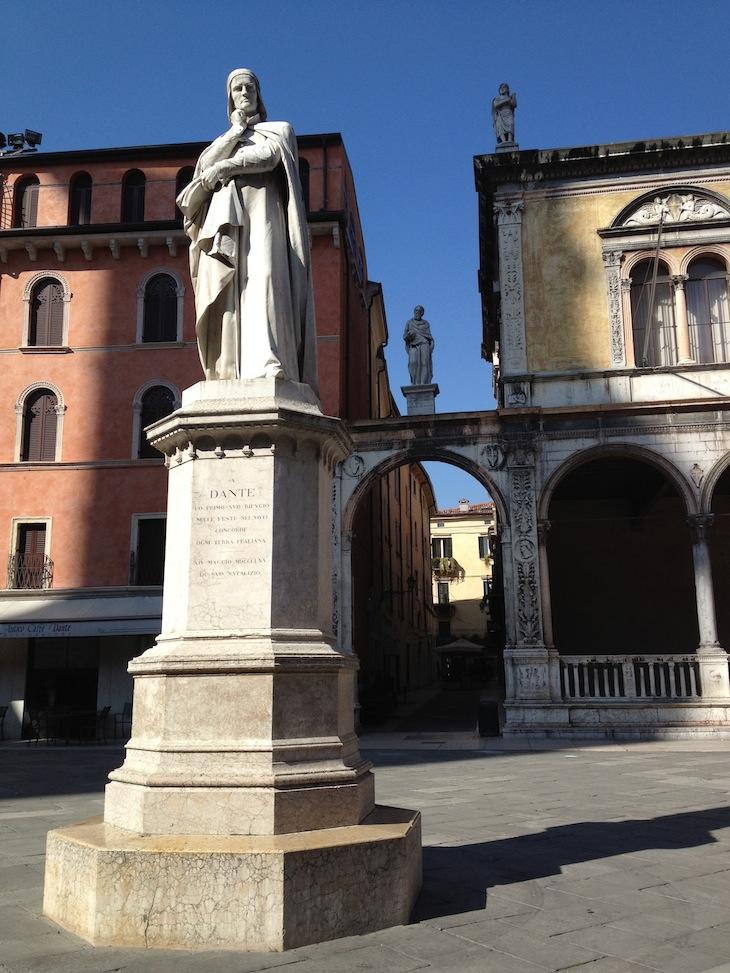 Estátua de Dante, Verona