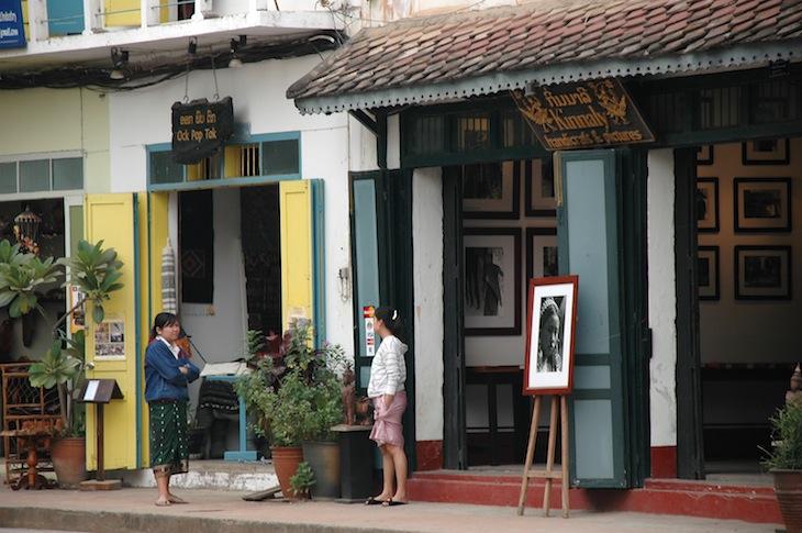 A rua principal de Luang Prabang