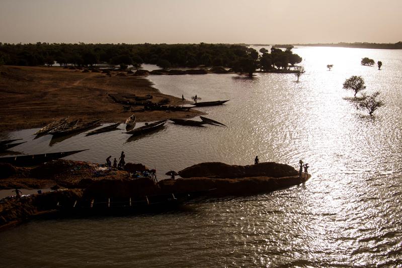 Pirogas no rio Bani