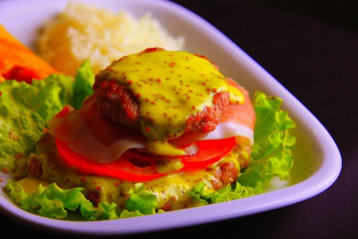 Mustard Sauce Burger Café rio Casino Lisboa