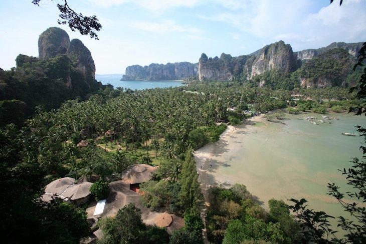 Rai Le Beach. Vista de Hat Noppharat Thara - Mu Ko Phi Phi National Marine Park, Krabi