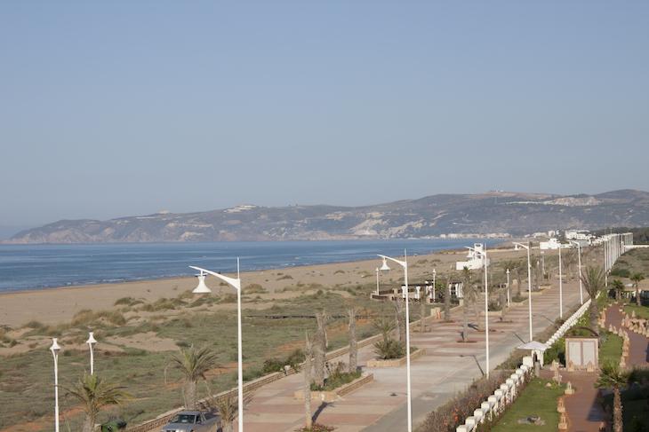 Argélia lá ao fundo