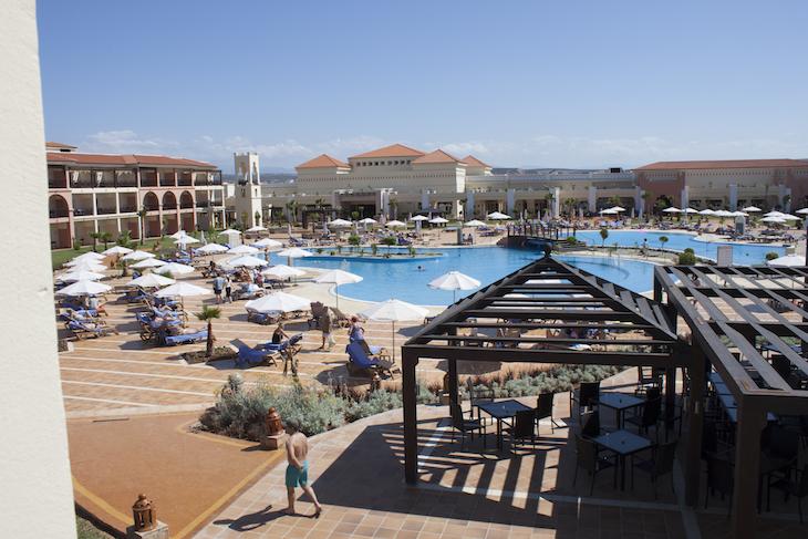 Uma das piscinas do Be Live Saidia