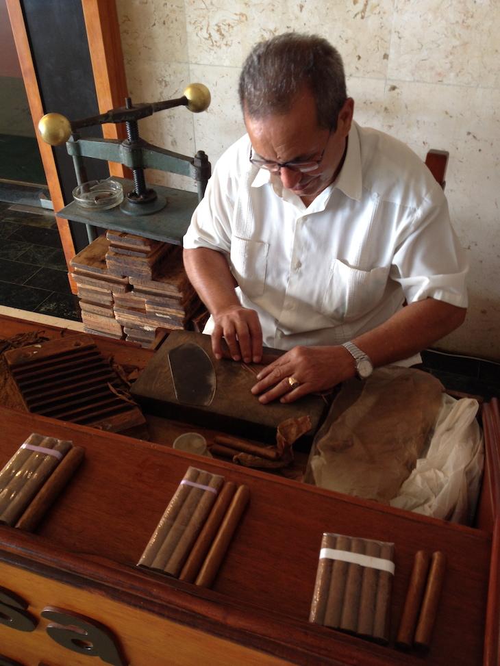 A fazer charutos, em Havana, Cuba