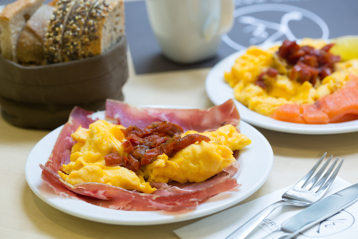 Eric Kayser: ovos mexidos e presunto