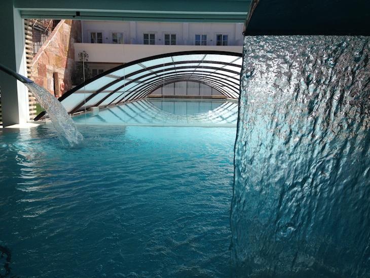 Piscina interior/exterior do Alentejo Marmòris Hotel
