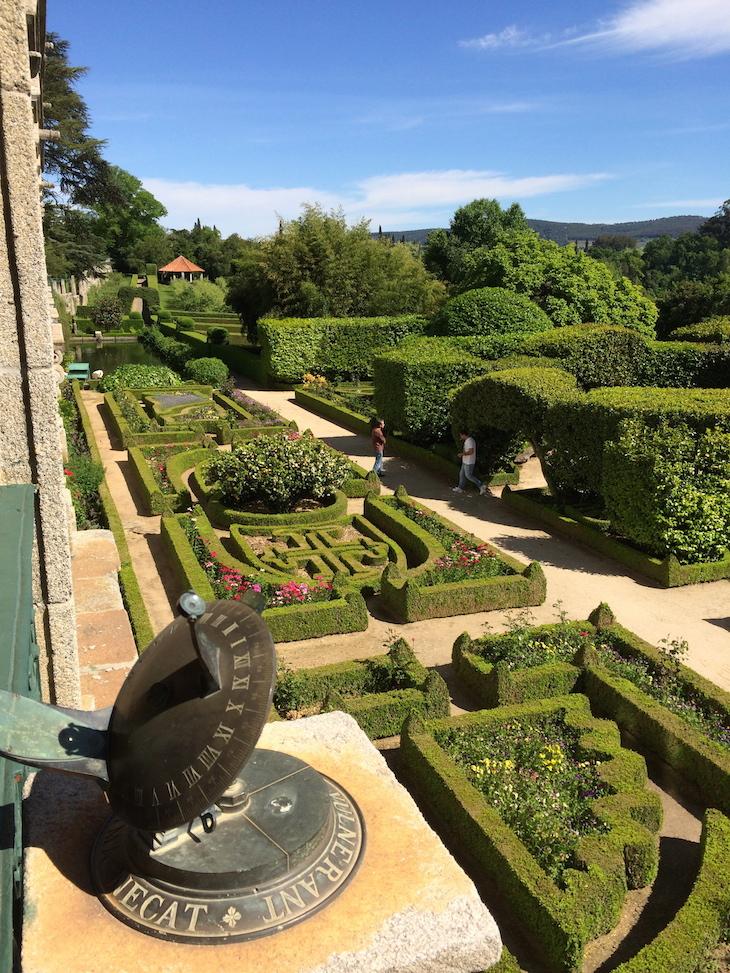 Relógio de sol e jardins da Casa da Ínsua © Viaje Comigo