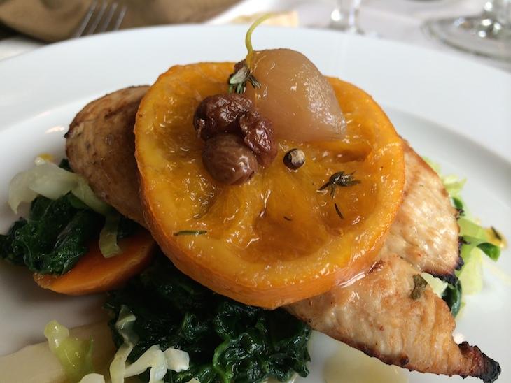 Restaurante Memorial: frango com laranja e mel, em cama de legumes