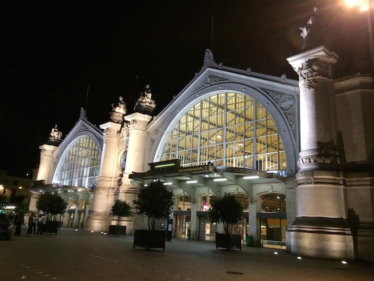 Gare de Tours à noite © Viaje Comigo