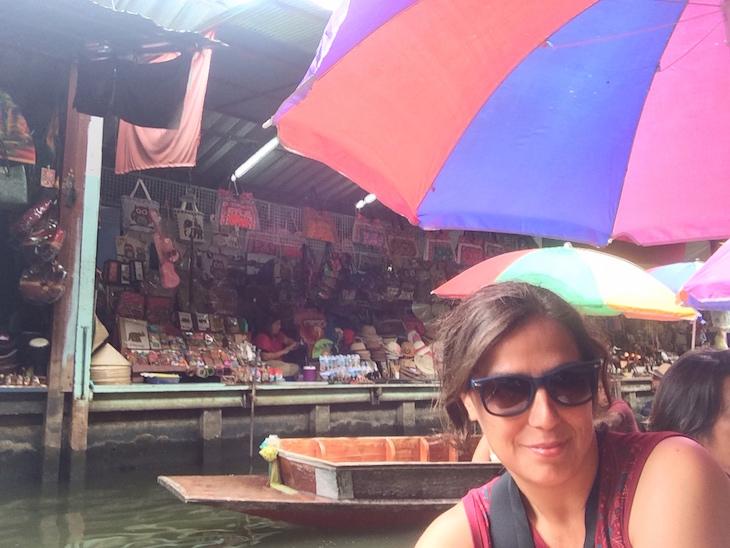 Susana Ribeiro no Mercado flutuante de Damnoen Saduak © Viaje Comigo