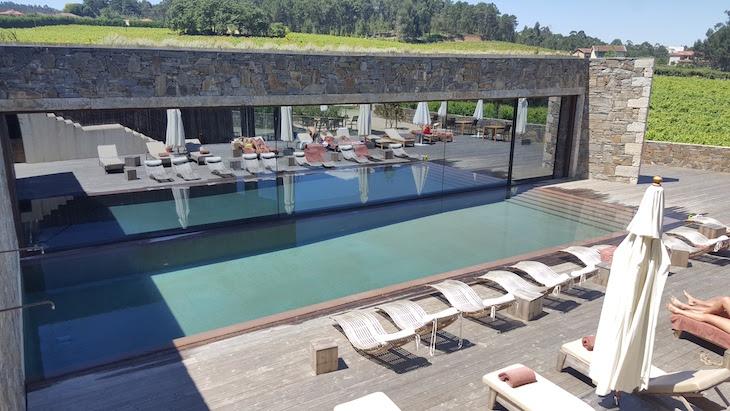 Piscina exterior do Monverde - Wine Experience Hotel © Viaje Comigo