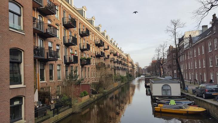 Canal no Bairro Jordaan em Amesterdão © Viaje Comigo