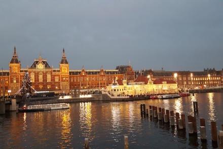 Centraal Station à noite Amesterdão © Viaje Comigo