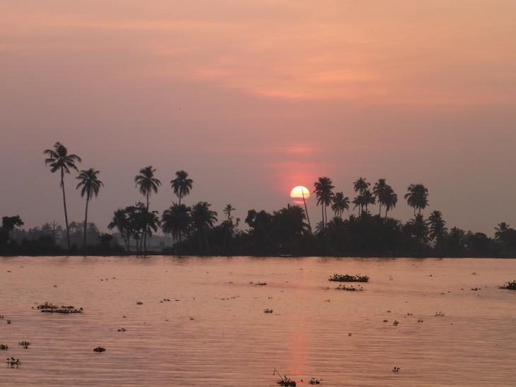Pôr do sol nas Backwaters © Viaje Comigo