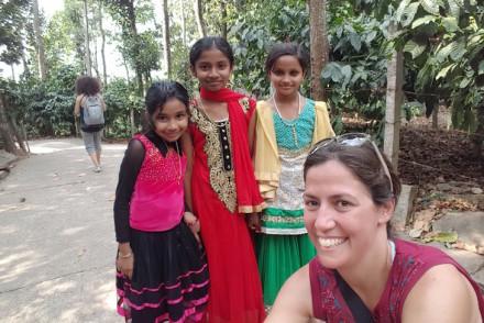 Susana Ribeiro a caminho das Grutas Edakkal, Kerala, India © Viaje Comigo