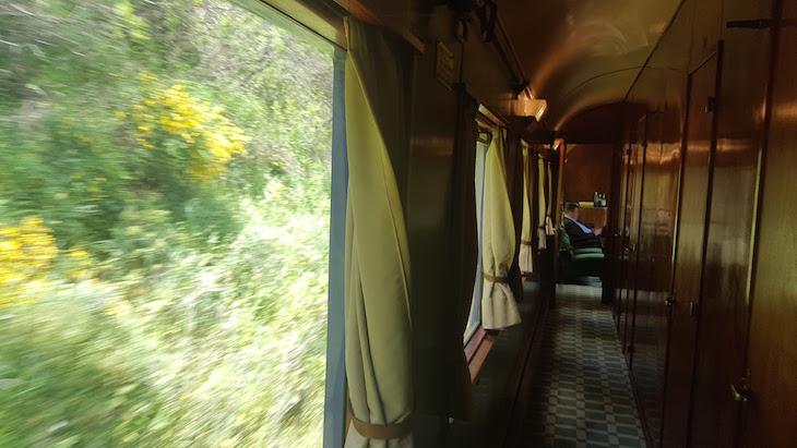 Corredor no comboio presidencial © Viaje Comigo
