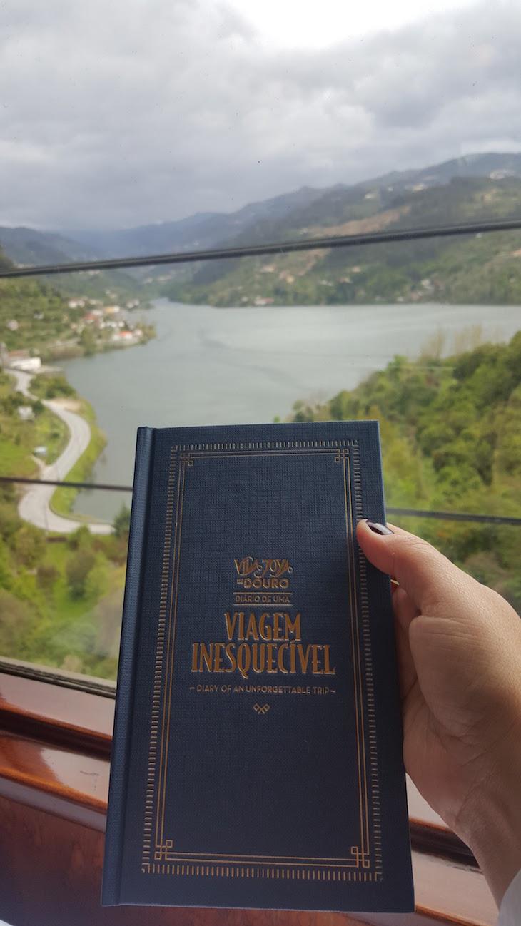 """Livro """"Viagem Inesquecivel com o Vila Joya no comboio presidencial"""" © Viaje Comigo"""