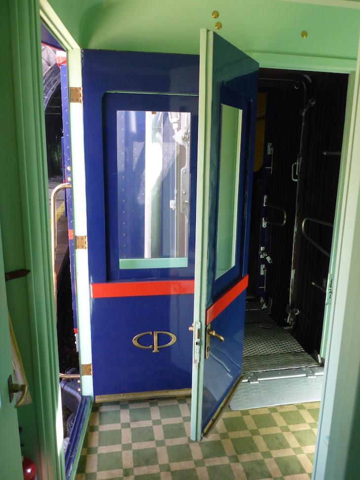 Porta CP no comboio presidencial © Viaje Comigo