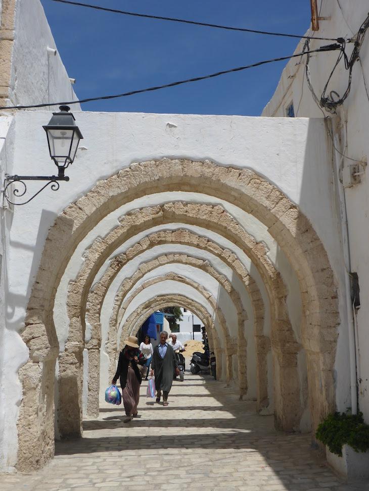 Arcos da Medina de Djerba, Tunísia © Viaje Comigo