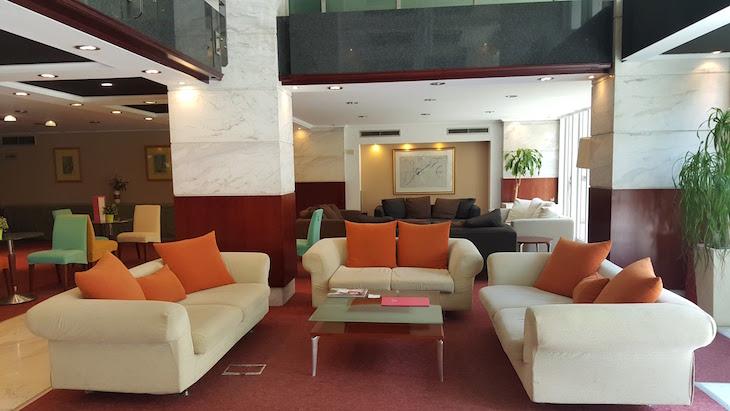 Sala do Hotel Airotel Alexandros, Atenas, Grécia © Viaje Comigo