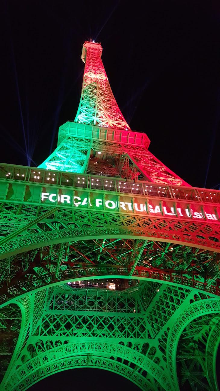 Força Portugal na Torre Eiffel © Viaje Comigo