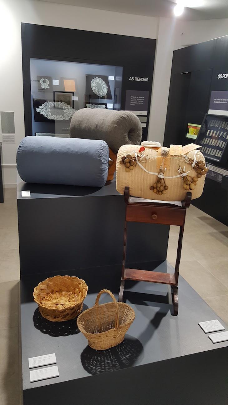 Museu Renda de Bilros de Peniche - almofadas © Viaje Comigo