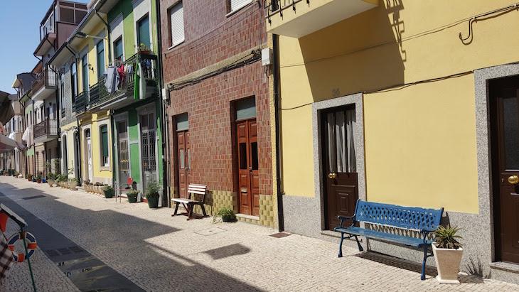 Bancos nas casa da Afurada, Vila Nova de Gaia © Viaje Comigo