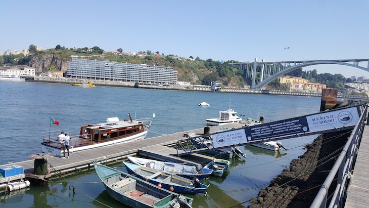 Barco que une as margens - Afurada, Vila Nova de Gaia © Viaje Comigo