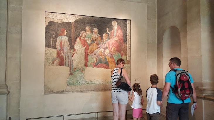 Famiíias no Museu do Louvre, Paris © Viaje Comigo