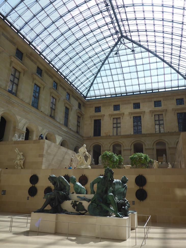 Interior do Museu do Louvre, Paris © Viaje Comigo