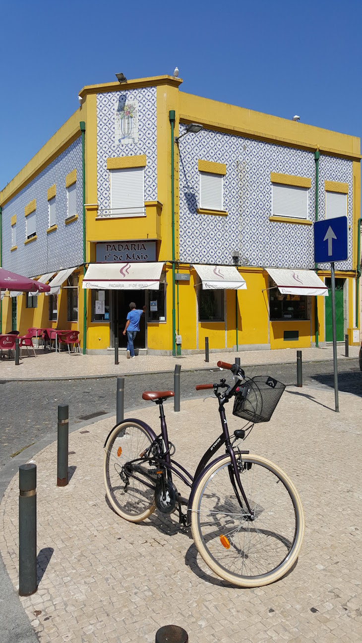 Padaria e bicicleta na Afurada, Vila Nova de Gaia © Viaje Comigo