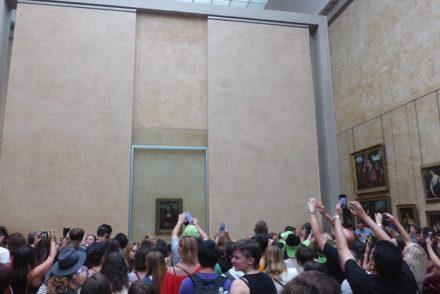 Em redor da Mona Lisa - Museu do Louvre, Paris © Viaje Comigo