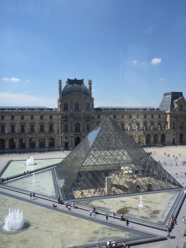 Vista da Pirâmide no Museu do Louvre, Paris © Viaje ComigoVista da Pirâmide no Museu do Louvre, Paris © Viaje Comigo