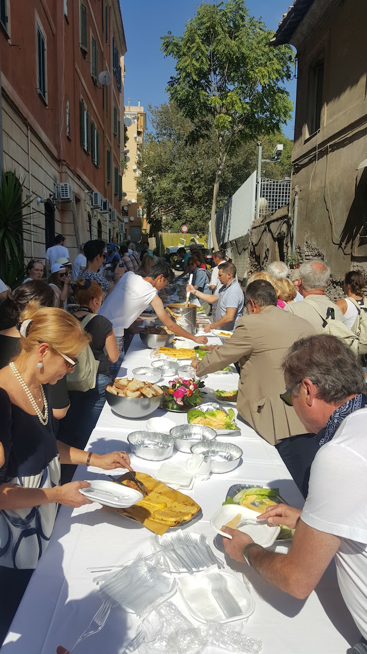 Almoço para peregrinos na Iglesia S. Lazzaro - Roma © Viaje Comigo
