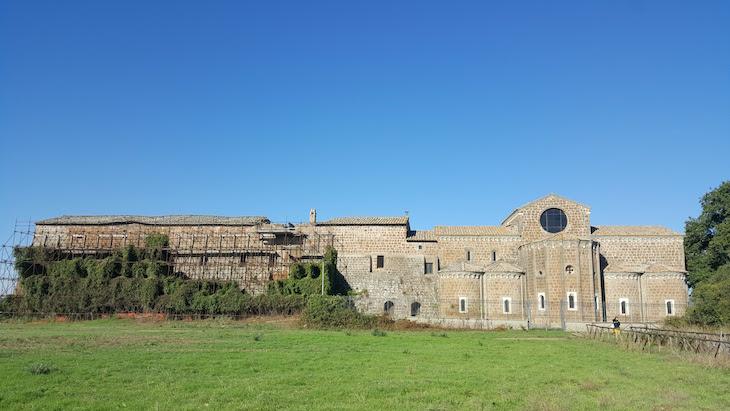 Traseiras da Chiesa di S. Maria in Falleri-Itália © Viaje Comigo