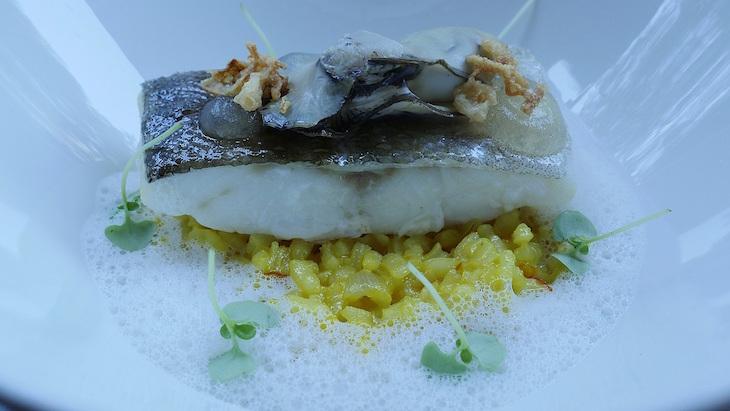 Sofitel Lisbon Liberdade: Bacalhau fresco ao vapor com puré de batata vitelote e espuma de ostras - DR