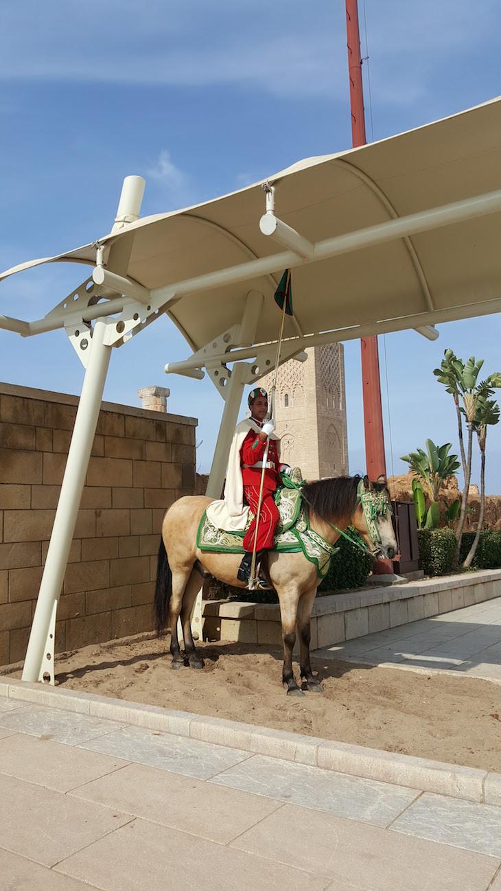 Entrada do Mausoléu de Mohamed V - Rabat, Marrocos © Viaje Comigo