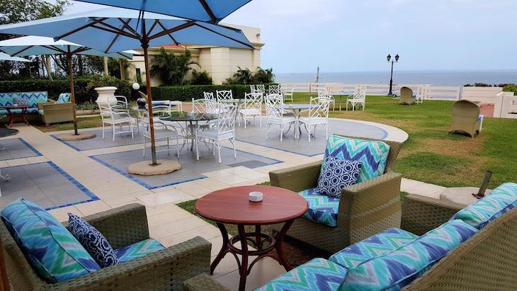 Esplanada do Aquarius Bar - Polana Serena Hotel - Maputo © Viaje Comigo