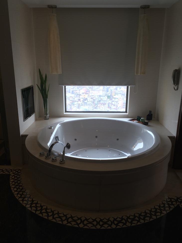 Banheira na suite - Sofitel Macau At Ponte 16 © Viaje Comigo