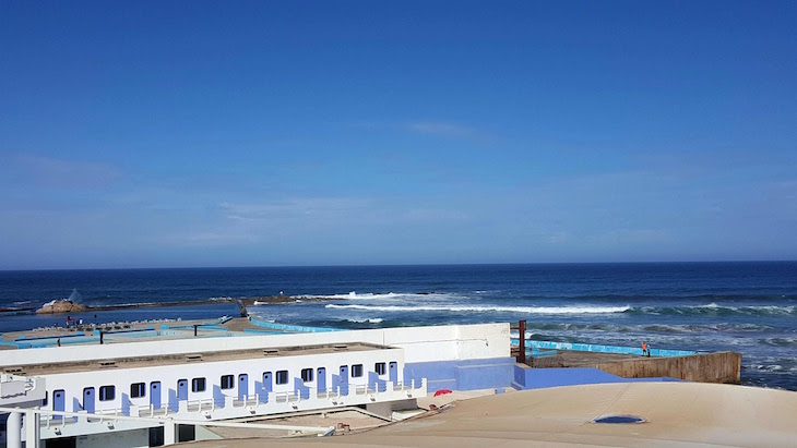 Beira-mar e piscinas de Casablanca - Marrocos © Viaje Comigo