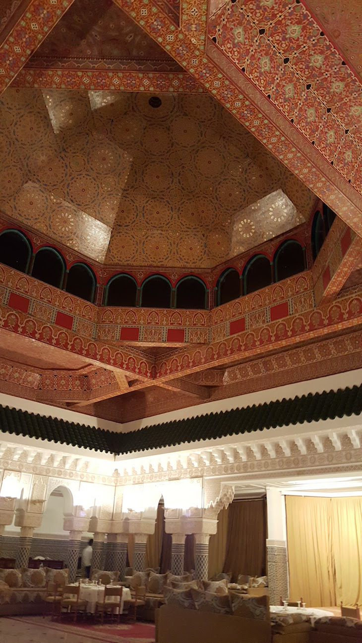 Restaurante marroquino - Hôtel Les Mérinides - Fez - Marrocos © Viaje Comigo