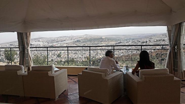 Esplanada do Hôtel Les Mérinides - Fez - Marrocos © Viaje Comigo