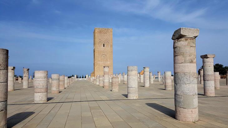 Torre Hassan - Mausoléu de Mohamed V - Rabat, Marrocos © Viaje Comigo