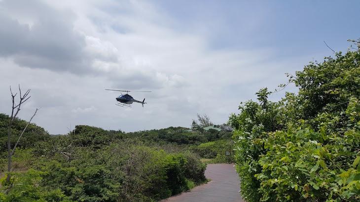 Helicóptero no White Pearl - Ponta Mamoli - Moçambique © Viaje Comigo