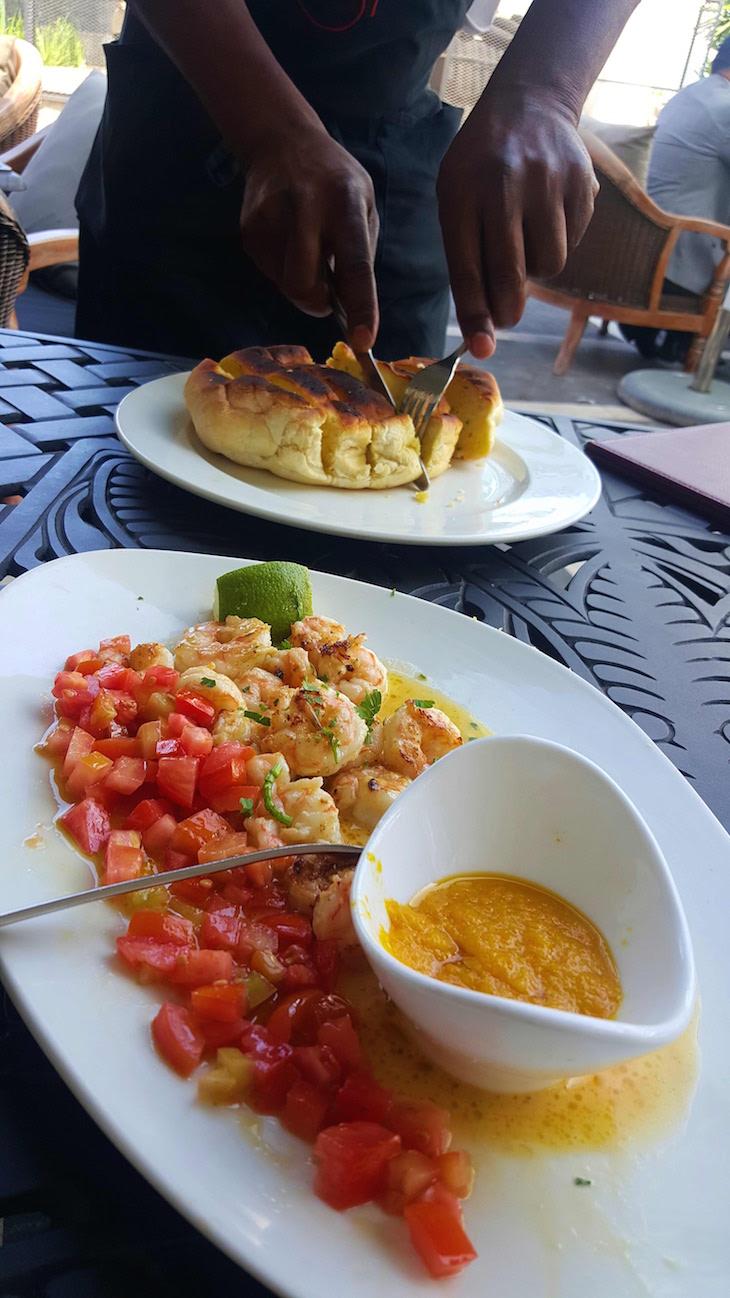 Pão e camarões ao alho - Restaurante Zambi, Maputo © Viaje Comigo