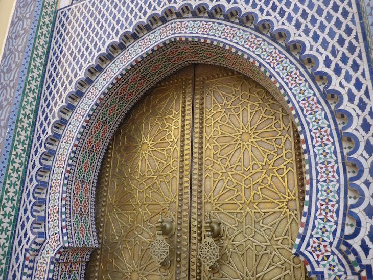 Pormenor da Porta do Palácio Real - Fez - Marrocos © Viaje Comigo