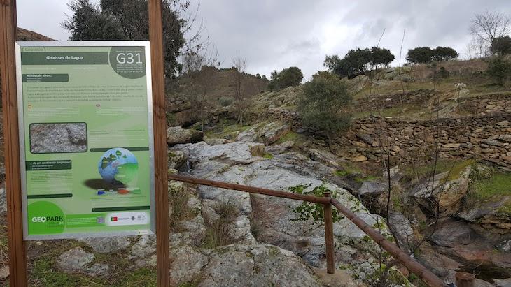 Gnaisses no Geopark Terras de Cavaleiros - Macedo de Cavaleiros © Viaje Comigo