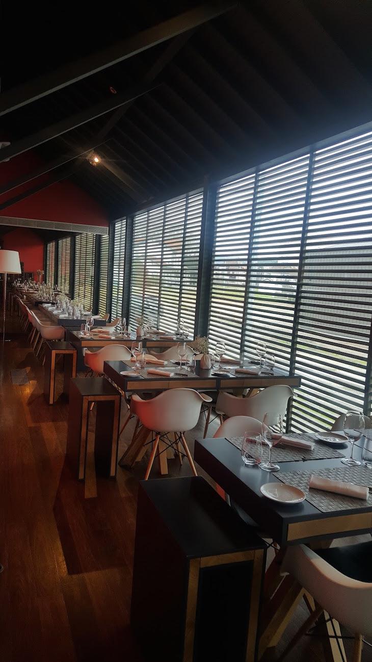 Sala do Restaurante Cais da Vila © Viaje Comigo