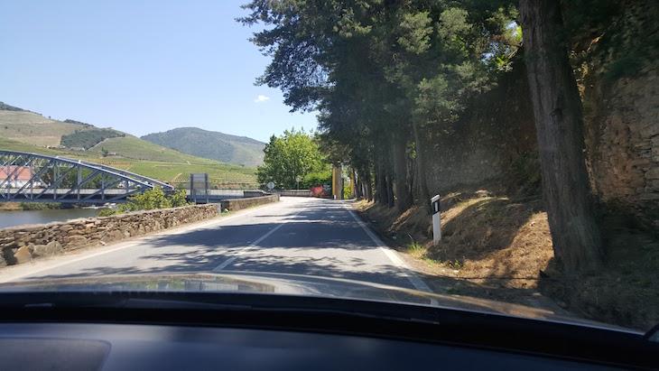 Chegada ao Pinhão - Estrada Nacional 222 © Viaje Comigo