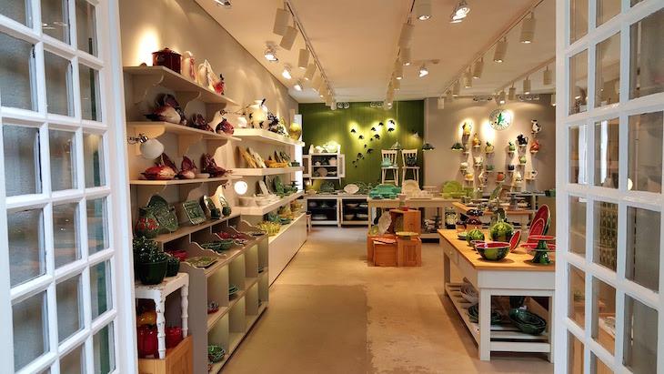Dentro da loja Bordallo Pinheiro - Ílhavo © Viaje Comigo